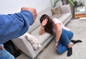 Почему они делают это: как распознать разные виды домашнего насилия