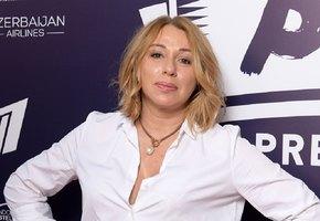 «Вы просто секс-бомба»: 54-летняя Алена Апина выложила откровенное фото
