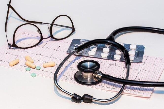 сердце, болезнь, таблетки, очки, стетоскоп