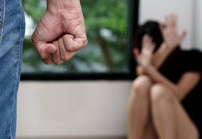 Мужчину, ударившего девушку ножом, задержали только после резонанса в соцсетях