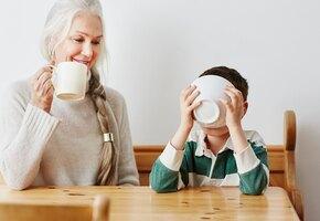 Неопрятен, трудолюбив: 82-летняя бабушка заполнила за внука анкету для знакомств