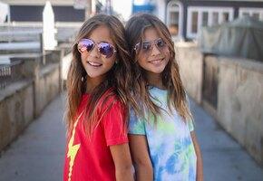 Как выглядят самые красивые 9-летние девочки-близняшки?