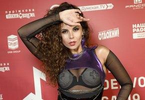 «На тебе уже лица нет, хватит худеть»: поклонники Насти Каменских переживают за певицу