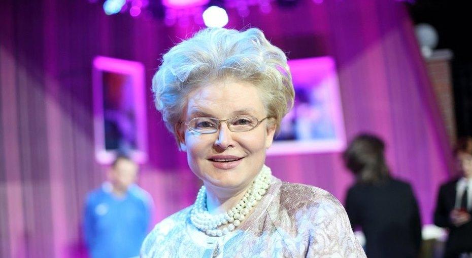 «Мои король Артур икнязь Игорь»: Елена Малышева поделилась трогательным снимком внуков