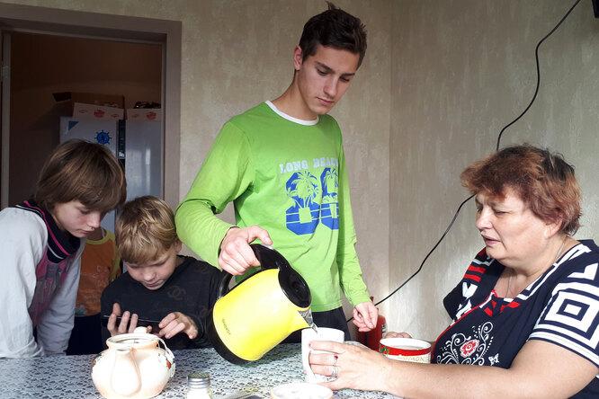 Лариса Молнар с детьми