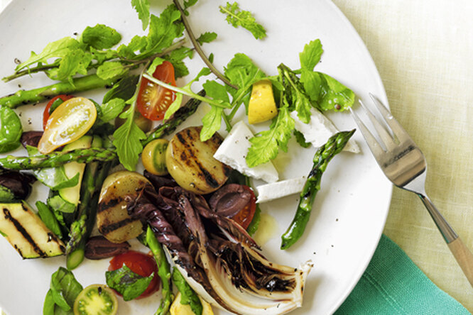 Теплый средиземноморский салат