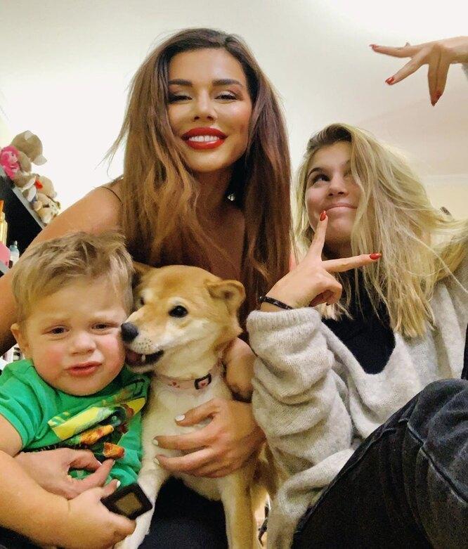 анна седокова с сыном и дочерью алиной фото