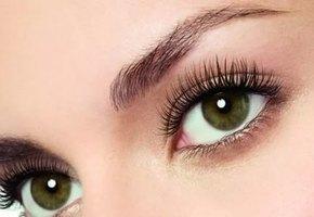 Распахните глаза: лайфхак как сделать взгляд выразительным без макияжа