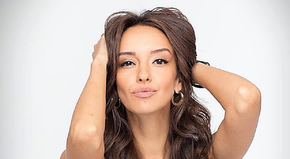 Звезда сериалов «Физрук» и«Фитнес» Татьяна Храмова показала вертикальный шпагат через2,5 месяца после родов