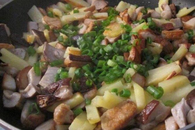 Белые грибы с картофелем.