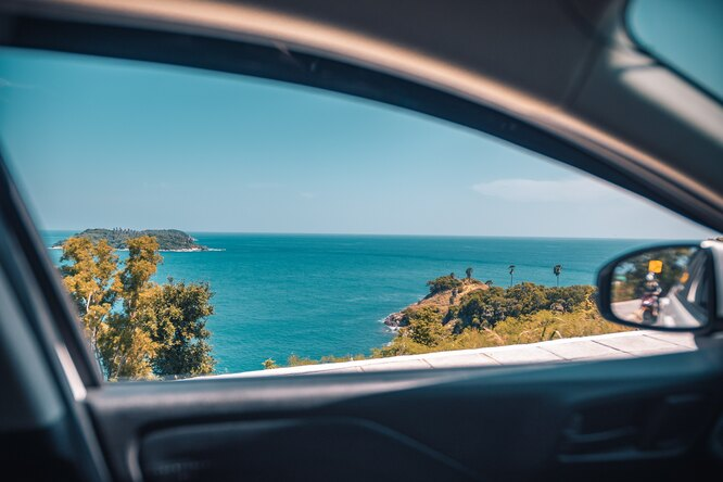 Красивые пейзажи – одна из причин путешествия на машине. Photo by Vitaly Sacred on Unsplash