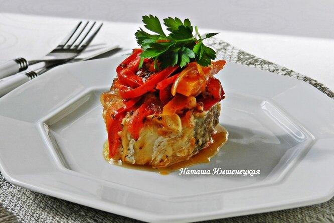 Тушеный хек с овощами