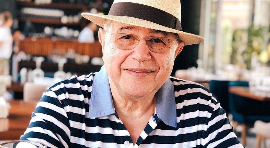 «Вы обогнали моду»: 74-летний Евгений Петросян опубликовал подборку архивных фотографий