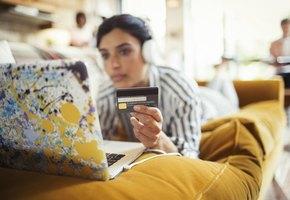 Внимание — опасность! 8 мест, где не стоит расплачиваться банковской картой