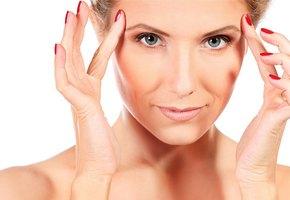 Новогодний макияж: 5 приемов, которые косметологи используют, чтобы выглядеть моложе
