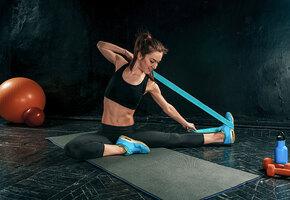 5 простых и эффективных упражнений с фитнес-лентой