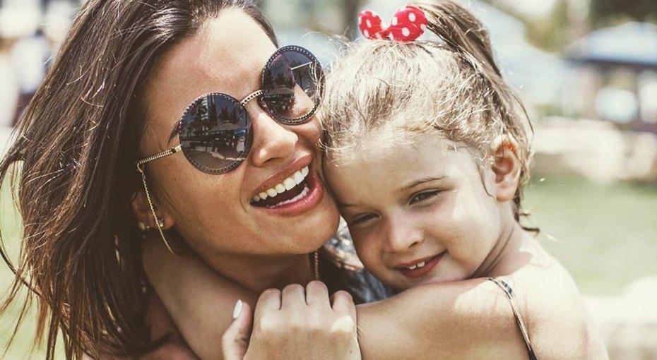 Трехлетняя дочь Ксении Бородиной рассказала, что мама доводит ее дослез. Видео