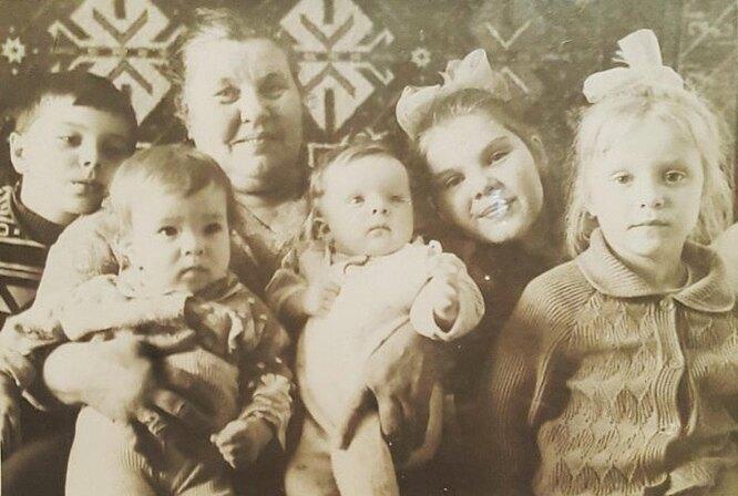 Бабушка Максима Фадеева со всеми внуками фото
