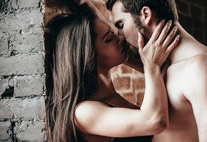 Секс у стены: почему он так хорош и как им заниматься