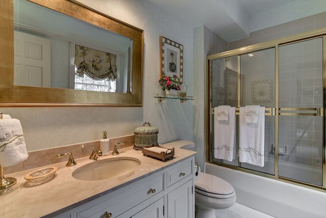 Одна из ванных комнат