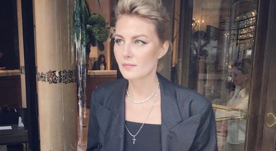 50-летняя Рената Литвинова выложила фото топлес ибез макияжа