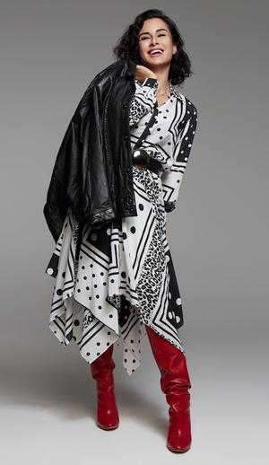 Тина Канделаки в платье с платочным принтом
