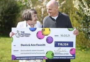 Мужчина годами ставил деньги на день рождения родных, но выиграл 11 млн случайно