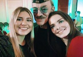 «Стройна, как лань»: 21-летняя внучка Михаила Боярского поразила поклонников своей талией
