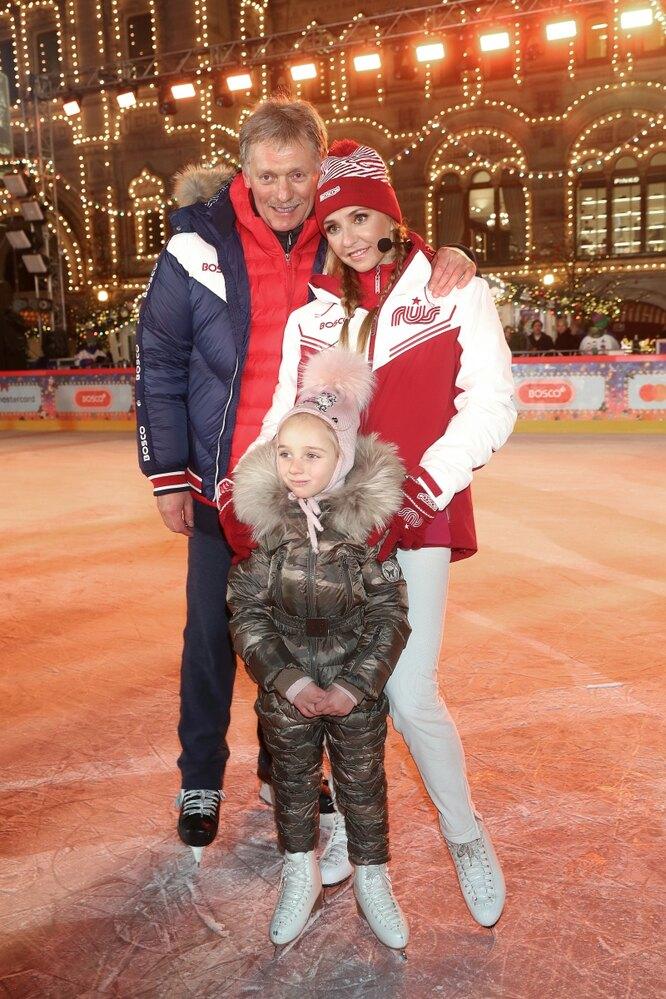 Татьяна Навка с мужем и дочерью