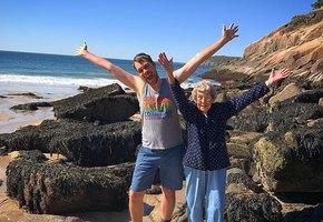 Бабушка никогда не видела ни океана, ни гор - и внук решил это исправить