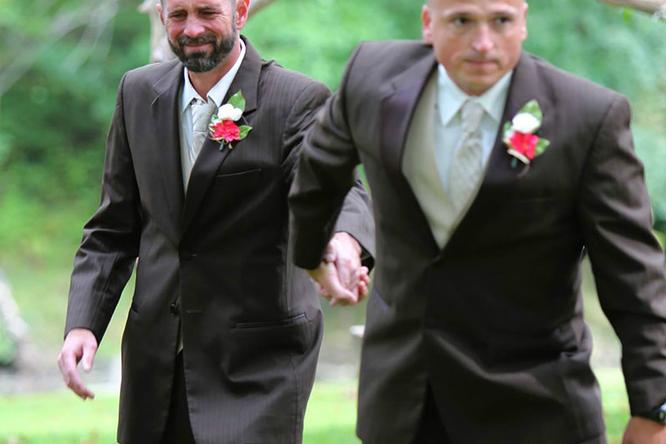 Невероятно трогательная история двух отцов насвадьбе