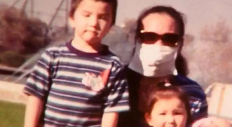 Женщина 12 лет носила маску, чтобы скрыть, во что превратилось ее лицо после побоев мужа