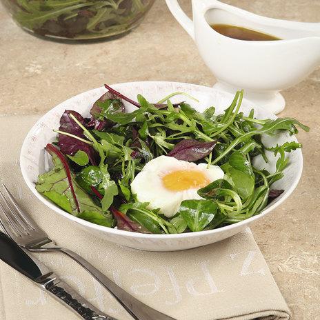 Салат с яйцом — пашот