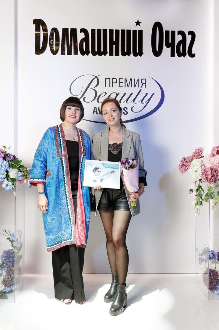 Марина Волошина, PR-директор компании iPR om Group иЮлия Морозова, L'Occitane