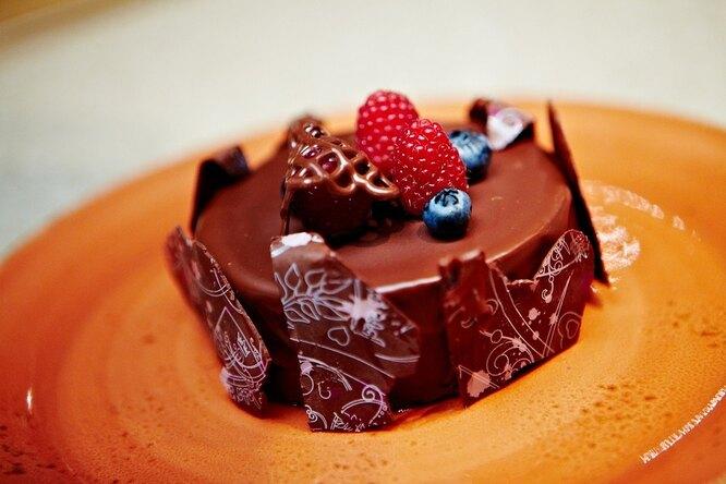 Шоколадный кекс с ганашем из темного шоколада от Александра Селезнева