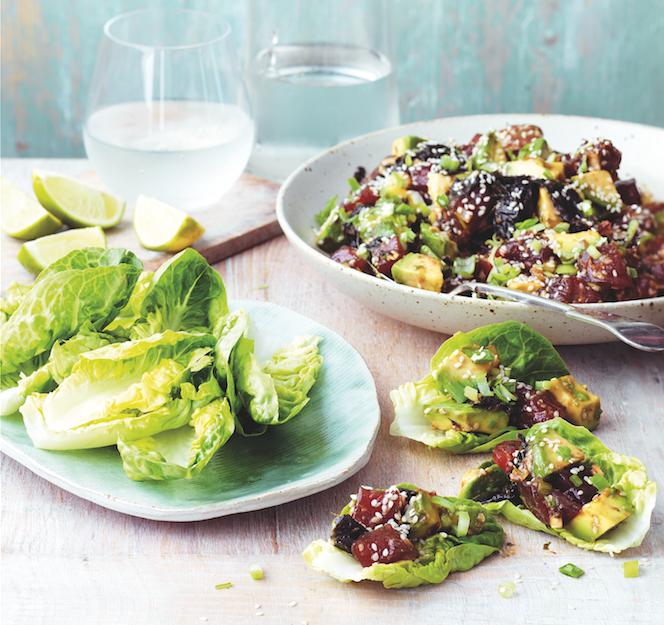 Салат со сладкой свининой и авокадо