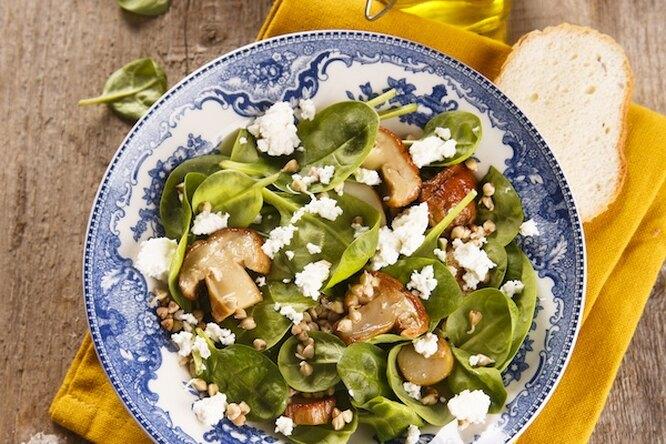 Салат с пророщенной гречкой и грибами