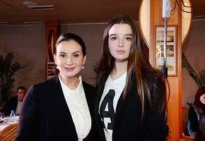 16-летняя дочь Екатерины Стриженовой спровоцировала слухи о своей помолвке