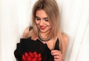 Мужчины теряют дар речи: 21-летняя внучка Михаила Боярского показала фото в одном бюстгальтере