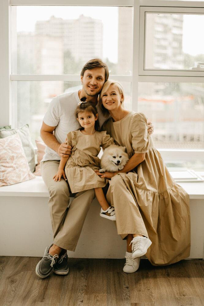 Максим Траьков и Татьяна Волосожар с дочерью Анжеликой