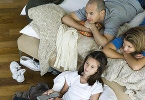 Снимайте обувь за дверью: вирус может оставаться на подошве до 5 дней