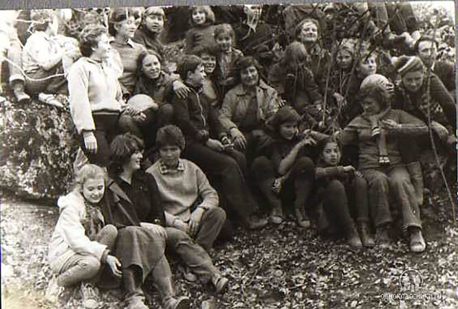 Анна Чедия Сандермоен и Татьяна Успенская (справа в первом ряду) в коллективе Столбуна