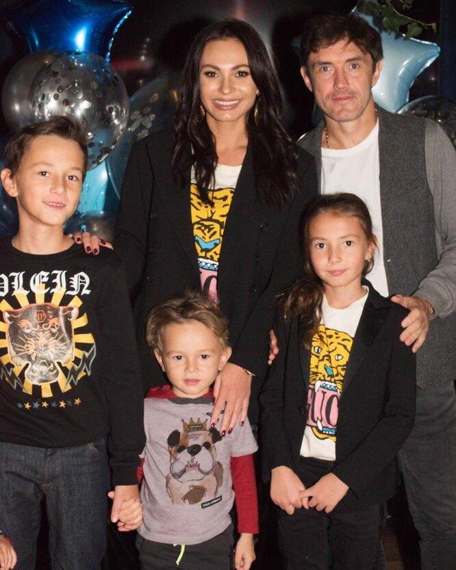 Инна и Юрий Жирковы с сыновьями Дмитрием и Даниилом и дочерью Миланой