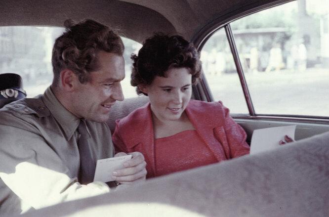 Летчик-испытатель Герман Титов с женой Тамарой. Снимок сделан незадолго до полета Германа Титова в космос.