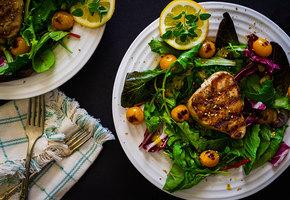 «Цезарь», «Нисуаз», «Мимоза» и ещё много разных салатов с рыбой на любой вкус