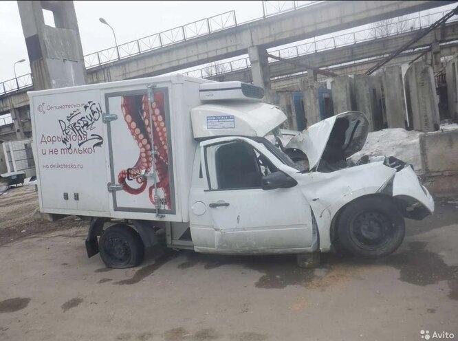"""Фургон """"Деликатески"""" продается на Авито"""