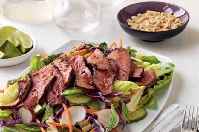 Азиатский салат с говядиной