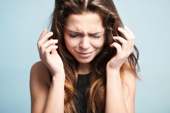 Девушка плачет, причины чувства усталости
