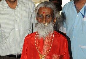 Ушел из жизни индийский йог, который более 70 лет прожил без еды и воды