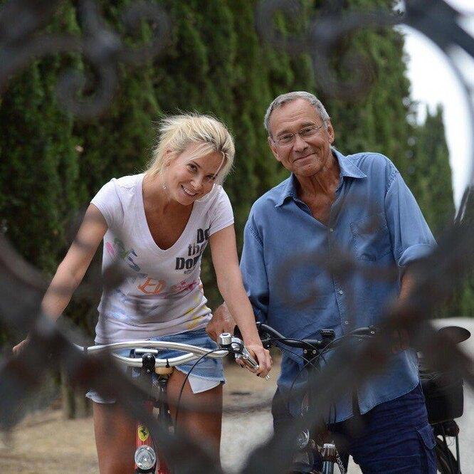 Андрей Кончаловский с женой Юлией фото